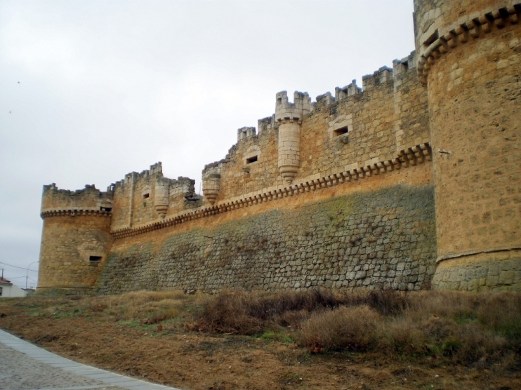 .....Castillo de Grajal de Campos