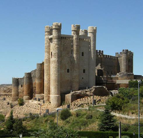.......Castillo de los Acuña, en Valencia de Don Juan (España)