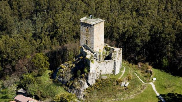 Castillo de Nogueirosa. Pontedeume. La Coruña.